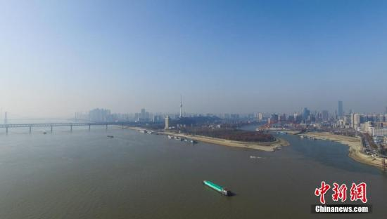 资料图:航拍武汉长江江景。中新社记者 张畅 摄