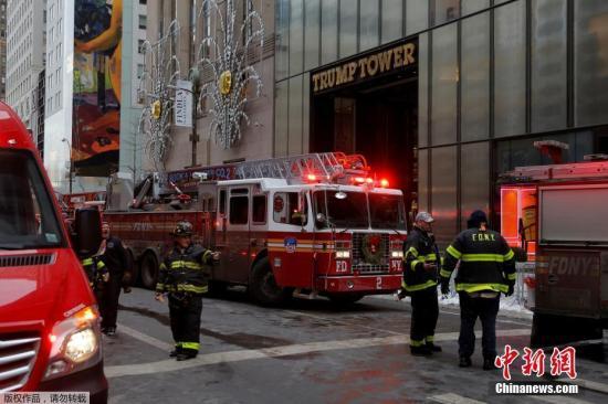 资料图:美国纽约特朗普大楼第50层楼发生火灾。特朗普大厦位于曼哈顿最繁华的第五大道,大厦内有豪华公寓和商业用房,特朗普在当选总统前曾在此居住30多年。