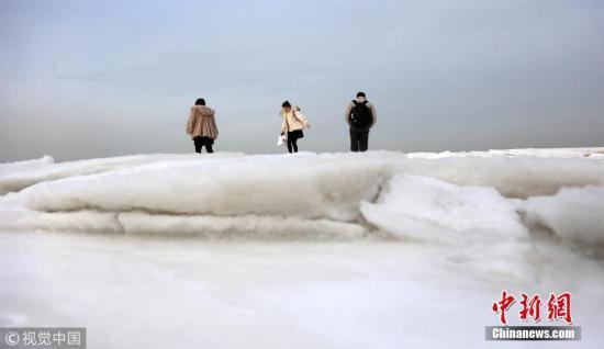 资料图:辽东湾被海冰覆盖 如极地冰原。孙振芳 摄 图片来源:视觉中国