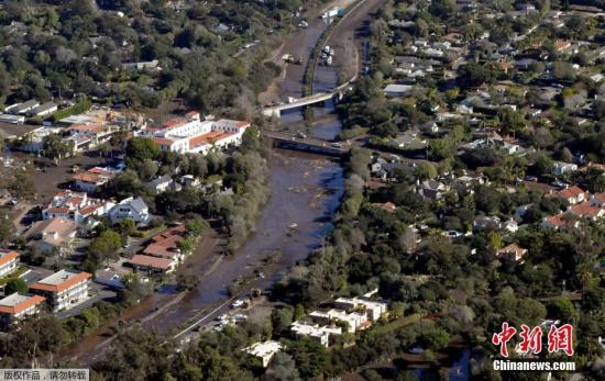 随着救援工作推进,遇难人数可能还会上升。据官方消息,圣巴巴拉县发现15名遇难者遗体,洛杉矶县有1名遇难者死于极端天气。图为航拍泥石流现场。