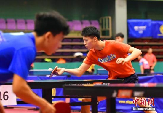 资料图:2017年世界青少年乒乓球锦标赛男团冠军徐海东(橘色上衣)正在训练。/p利来国际记者 翟羽佳 摄
