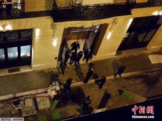 资料图:2018年1月10日,法国首都巴黎闹市地段发生一起持械抢劫案,多名蒙面劫匪从一家豪华酒店内劫走价值近450万欧元的珠宝。