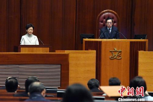 1月11日,香港特区行政长官林郑月娥(左)来到特区立法会,出席今年首场行政长官答问会。图右为特区立法会主席梁君彦。<a target='_blank' href='http://www.chinanews.com/'>中新社</a>记者 谭达明 摄
