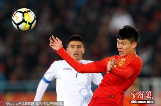 1月12日,U23亚洲杯小组赛第二场,中国队以0:1不敌乌兹别克斯坦队,韦世豪最后时刻劲射遗憾击中横梁错失扳平良机。夏鲁明 摄 图片来源:Osports全体育图片社