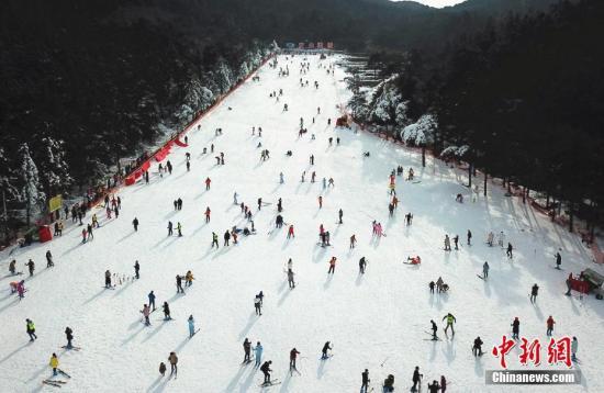 海拔1200多米的庐山滑雪场。 王剑 摄