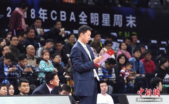 资料图:王治郅。 中新社记者 陈文 摄