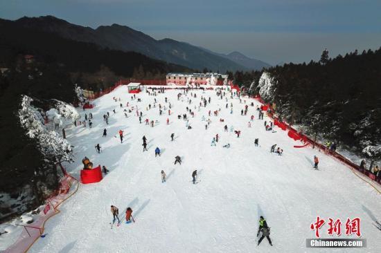 资料图:滑雪。 王剑 摄(图文无关)