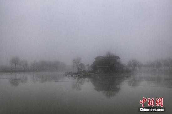 長江干流區域大霧部分水域禁航民航高速路受阻
