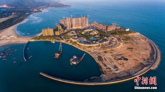 图为航拍海南省万宁市日月湾综合旅游度假区人工岛项目。中新社记者 骆云飞 摄