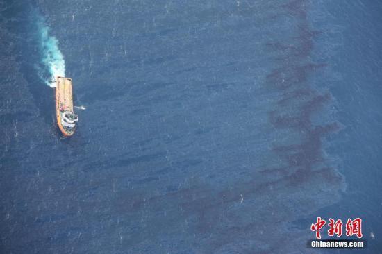 """""""桑吉""""轮碰撞爆燃事故。 图片来源:视觉中国"""