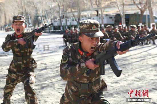 资料图:军队兴起军事训练热潮,聚力练兵备战。 余文彬 摄
