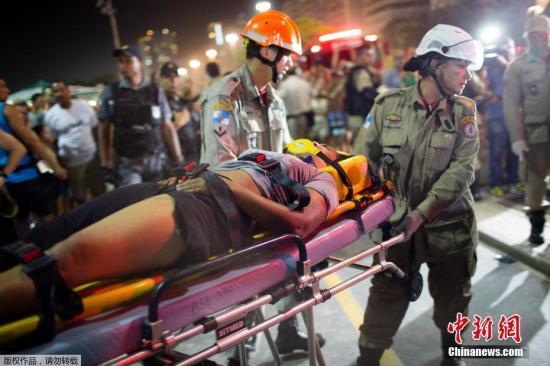 事发后,部分受伤行人被送往医院,目前尚不清楚他们的伤情严重程度。