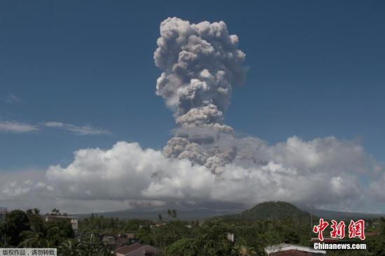 专家:菲马荣火山随时大爆发 四万人已紧急疏散