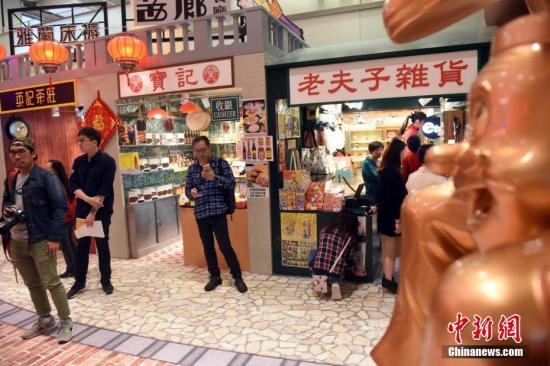 资料图:香港一商场销售火爆。<a target='_blank' href='http://www.chinanews.com/'>中新社</a>记者 谭达明 摄