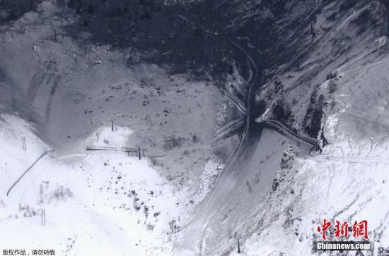 据报道,就在事发当天,位于日本群马县西北部的草津白根山有疑似火山喷发迹象。日本气象厅方面随后证实了这一情况,并发布了警报。