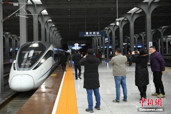 1月25日,重庆至贵阳铁路扩能改造工程开通运营。