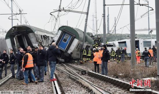 资料图:当地时间1月25日,意大利米兰郊区一列火车在早高峰时段发生脱轨事故,已造成至少2人死亡,10人重伤,约100人轻伤。