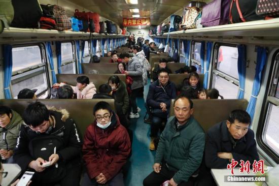 资料图:上海因春运增开列车。 <a target='_blank' href='http://www.chinanews.com/'>中新社</a>记者 殷立勤 摄