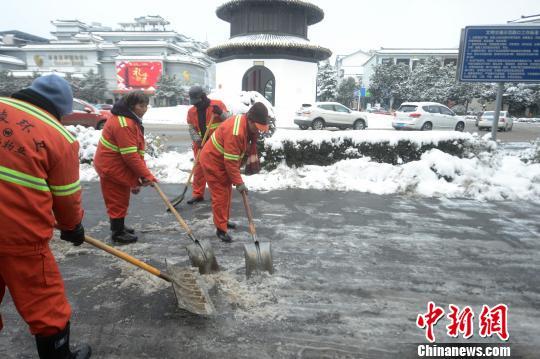 郑州一爱心餐厅每月花4万 请300多名环卫工免费吃早餐