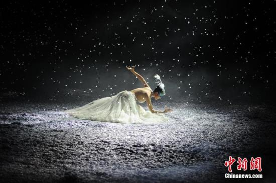 资料图:杨丽萍。&#10;<a target='_blank' href='http://www-chinanews-com.apshaiwang.net/'>中新社</a>记者 佟郁 摄