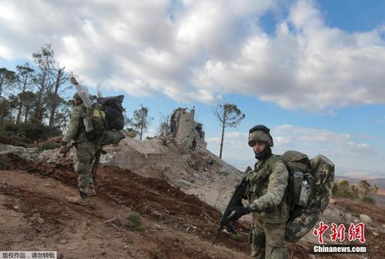 材料图:布我萨亚山上的土耳其兵士。