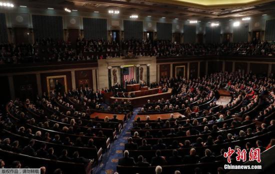 资料图:当地时间1月30日晚,美国总统特朗普在美国国会大厦发表上任以来的首份国情咨文。白宫此前公布称,特朗普将在国情咨文中谈到经济就业、基建、移民、贸易和国家安全五大议题。
