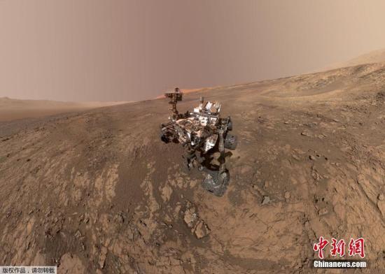 """資料圖:美國航空航天局對外公布了""""好奇""""號火星探測器在火星維拉魯賓嶺的""""自拍照""""。"""