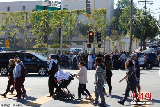 资料图片:2月1日,美国洛杉矶市一所中学发生枪击事件,一名据信年仅12岁的女孩在教室里开枪。