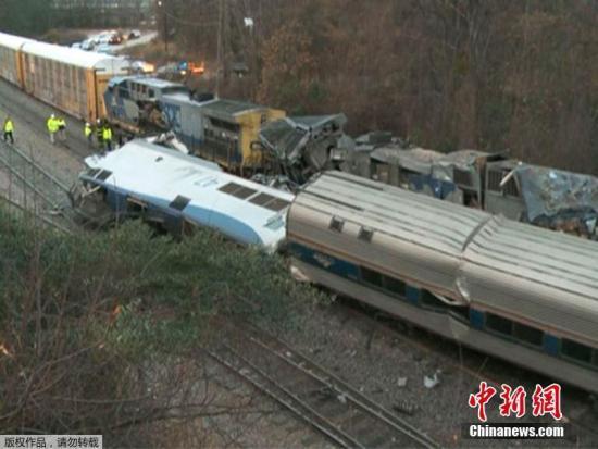 美国全国铁路客运公司是美国主要火车客运公司,近年来事故频发。上月4日,一辆客运列车在南卡州脱轨,所幸未造成伤亡;上月31日,一辆载有多名国会议员的列车在弗吉尼亚州与一辆卡车相撞,导致1人死亡。文字来源:新华网