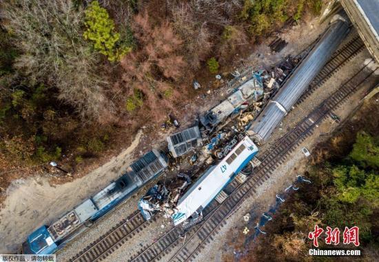 当地时间2月4日凌晨,一辆载有上百人的客运列车和一辆货运列车在南卡罗来纳州相撞,造成至少2人死亡、70人受伤。