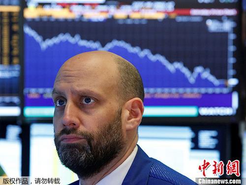 资料图:交易员在美国纽约证券交易所工作。