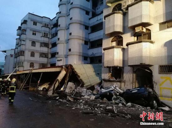 2月7日,台湾花莲发生6.5级强烈地震,位于花莲国民八街附近一片狼藉。<a target='_blank' href='http://www.torvenius.com/'>中新社</a>记者 肖开霖 摄