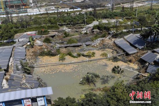 资料图:广东佛山地铁工地发生坍塌现场。 本站报道记者 陈骥旻 摄