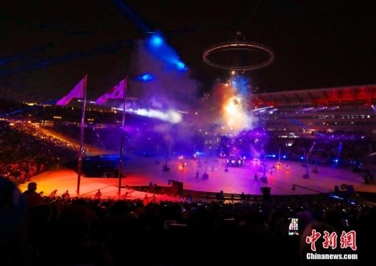 2月9日晚,2018年第23届冬季奥林匹克行为会开幕式在韩国平昌进行。图为烟火演出。/p中新社记者 宋吉河 摄