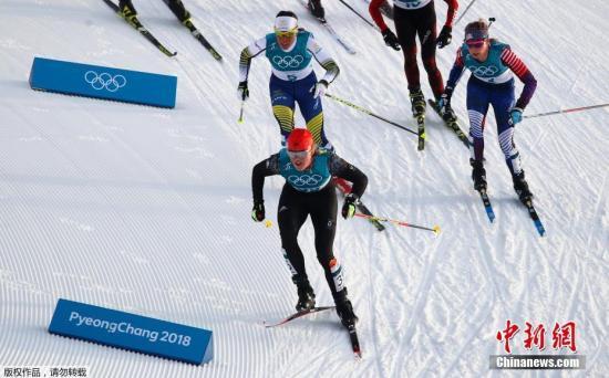 """越野滑雪有""""雪上马拉松""""之称。资料图为:2018年平昌冬奥会越野滑雪女子7.5公里+7.5公里双追逐比赛。"""