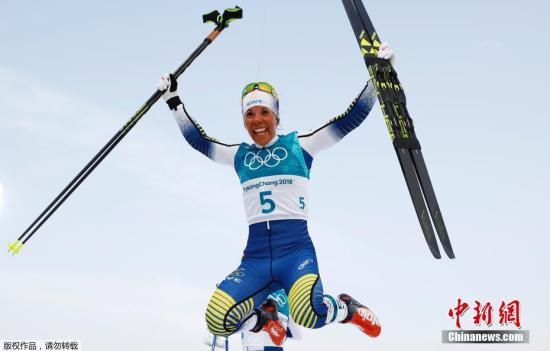 越野滑雪起源于北欧,是他们的传统优势项目。资料图为瑞典选手卡拉在平昌冬奥会女子越野滑雪7.5公里+7.5公里双追逐决赛中夺冠。