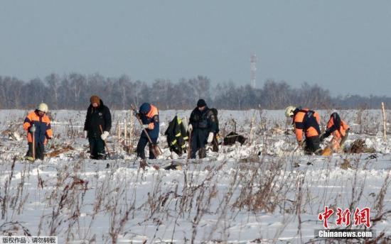 俄客机坠毁71人死 遇难者的搜寻工作将持续7天。