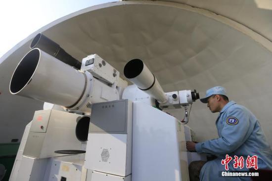 """2018年2月12日13时03分,中国在西昌卫星发射中心用长征三号乙运载火箭(及远征一号上面级),以""""一箭双星""""方式成功发射第二十八、二十九颗北斗导航卫星。这两颗卫星属于中圆地球轨道卫星,是我国北斗三号工程第五、六颗组网卫星。 中新社发 赵昀 摄 图片来源:CNSPHOTO"""