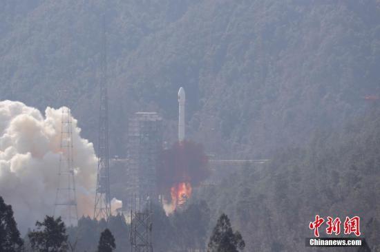 """2月12日13时03分,中国在西昌卫星发射中心用长征三号乙/远征一号运载火箭,以""""一箭双星""""方式成功发射第二十八、二十九颗北斗导航卫星。西昌卫星发射中心自1984年至今,已组织实施112次航天发射任务。 <a target='_blank' href='http://reggaechina.com/'>中新社</a>记者 梁珂岩 摄"""