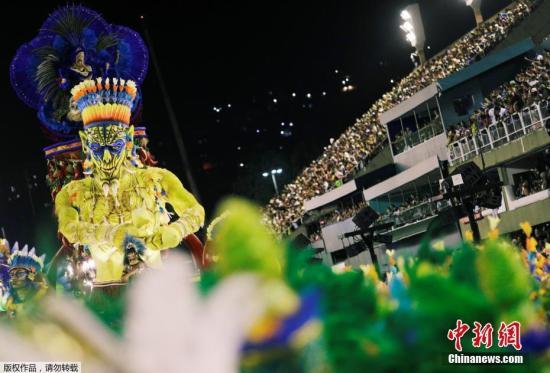 资料图片:2018年巴西狂欢节上,Uniao da Ilha桑巴舞校的巨型花?#26723;?#22330;。