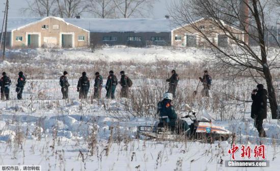 事故发生后,俄紧急情况部、国民近卫军以及卫生部等单位均派出大批人员和设备前往现场。至12日中午,相关搜寻工作仍在进行。受现场积雪影响,整个搜寻工作预计将持续一周。