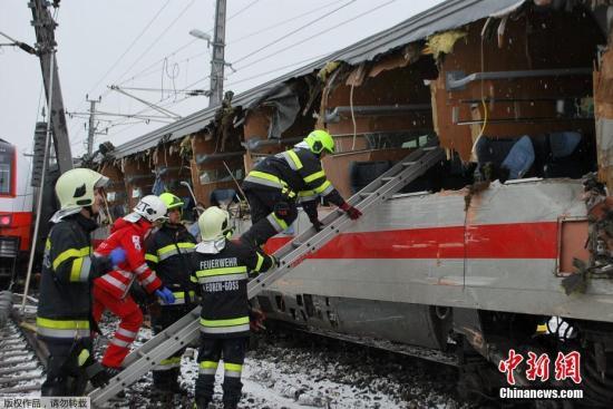 当地时间2月12日,奥地利施蒂里亚州尼克拉斯多夫,两辆客运列车相撞事故。据外媒称,此次事故造成至少1人死亡22人受伤。