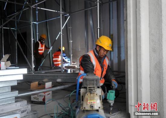 雄安新区雄安市民服务中心项目的施工人员在施工。<a target='_blank' href=