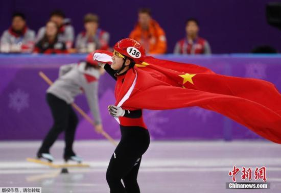 2月17日,平昌冬奥会短道速滑女子1500米的A组决赛中,中国17岁小将李靳宇最后时刻连续完成超越,获得了一枚宝贵的银牌,这也是中国短道速滑队在本届冬奥会上获得的首枚奖牌。