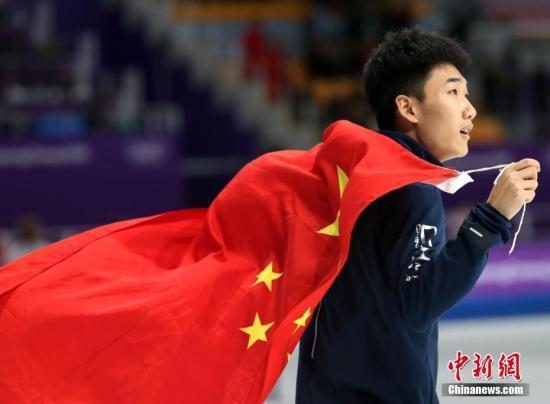 2月19日,在平昌冬奥会速度滑冰男子500米决赛中,首次参加冬奥会的小将高亭宇以34.65获得了一枚宝贵的铜牌。这是中国代表团在本届冬奥会上收获的第七枚奖牌,也是中国男选手首次在速度滑冰项目中站上奥运领奖台。20岁的翩翩少年,改写了中国男子速滑的历史。 <a target='_blank' href='http://www.chinanews.com/'>中新社</a>记者 宋吉河 摄
