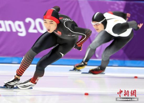 2月19日,在平昌冬奥会速度滑冰男子500米项目决赛中,21岁中国小将高亭宇以34.65秒的成绩赢得铜牌,这是中国男子速度滑冰在冬奥会上获得的首枚奖牌。中国另两位选手杨涛和谢嘉轩分获27和31名。 <a target='_blank' href='http://www.chinanews.com/'>中新社</a>记者 宋吉河 摄