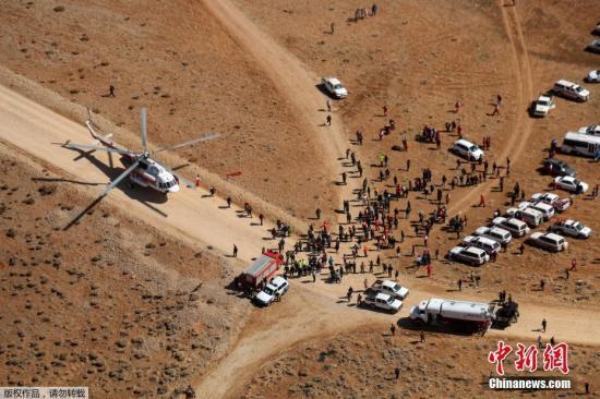 """伊朗伊斯兰革命卫队发言人扎里夫称,军方无人机找到客机残骸后,两架直升机被派往无人机找到的地点,终于在迪纳山上发现了飞机的残骸。一位飞行员对媒体称,他看到""""飞机周围散布着一些遗体"""",地点在诺戈尔村(Noghol)一带,当地高度约4000米。飞行员还称,飞机坠毁地点似乎距离迪纳山头只有30米,可以见到积雪的山坡上有些大片飞机残骸,上面有阿塞曼航空公司标志。由于飞机失事地点地势险峻,直升机无法降落,官员警告,当地天气恐怕很快又要变坏,因此可供救援的时间很短。同时,伊朗当局希望尽快找到失事客机的""""黑匣子"""",以便分析空难发生原因。"""