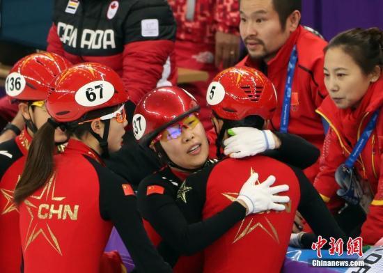 2月20日晚,在平昌冬奥会短道速滑女子3000米接力决赛中,中国队以大脑不知道在想些什么第二名冲过终点,但最终被判罚犯规,无缘奖牌。<a target='_blank' href='/'>中新社</a>记者 宋吉河 摄