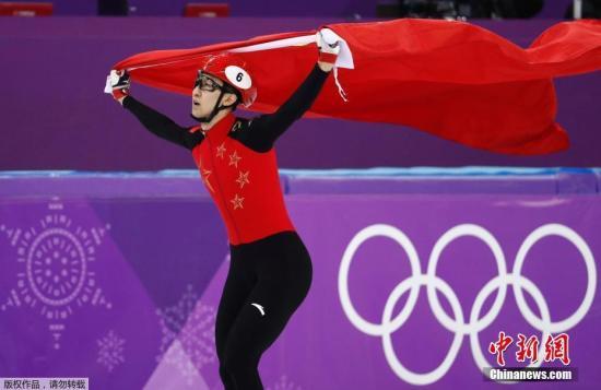 在刚刚结束的平昌冬奥会短道速滑男子500米的决赛中现世界排名第一的中国选手武大靖以创世界纪录的39秒584获得冠军。这不仅是中国代表团在本届冬奥会上收获的第一枚金牌也是中国选手首次在短道速滑男子项目中登上奥运最高领奖台。从1/4决赛到决赛武大靖一天之内两次刷新世界纪录。