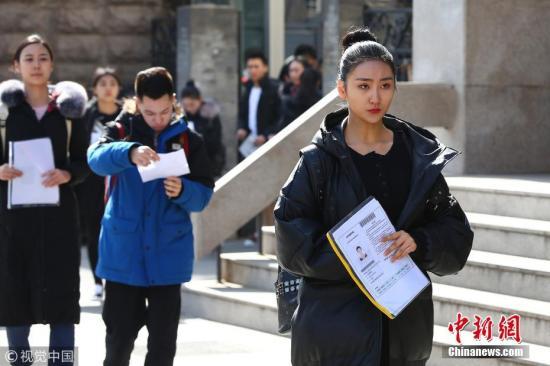 资料图:2019-01-18,北京,中央戏剧学院2018年艺考初试。图片来源:视觉中国